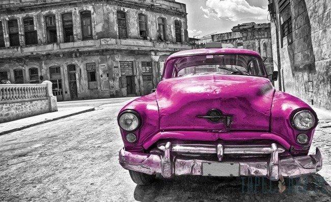 Fototapeta Różowy samochód, czarno-białe miasto 1177