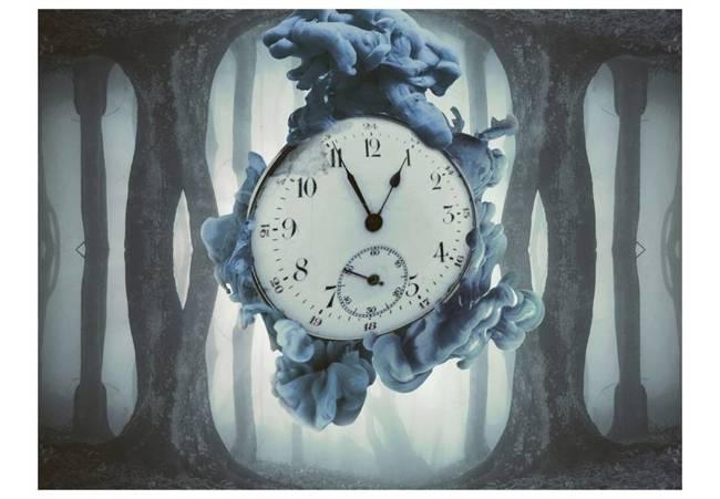 Fototapeta - Surrealism of time