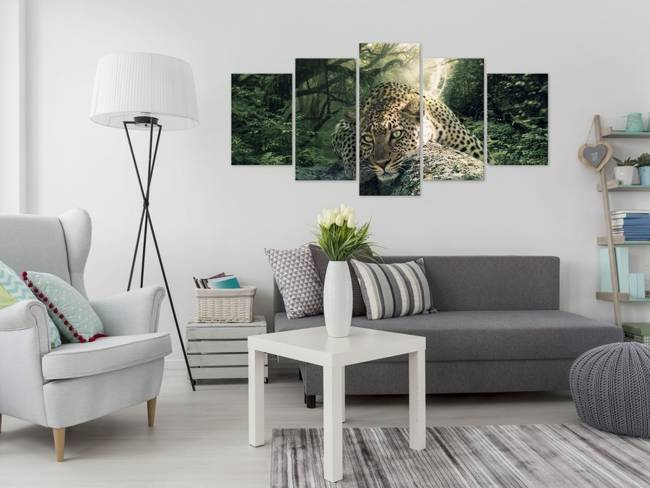 Obraz - Leżący lampart (5-częsciowy) szeroki blady zielony